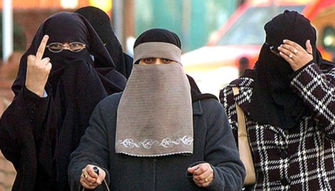 Burqa_finger2