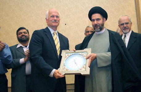 Jack-Layton-gets-a-clock-from-Grand-Ayatollah-Hosseini-Nassab-in-2007