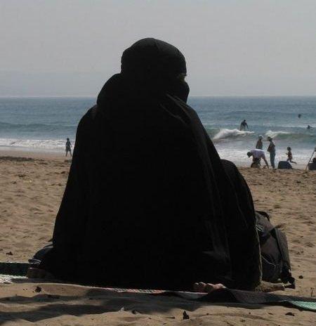 Burqa-beach-babe