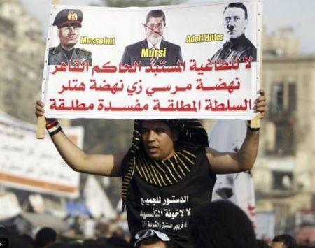 Morsi-dictator