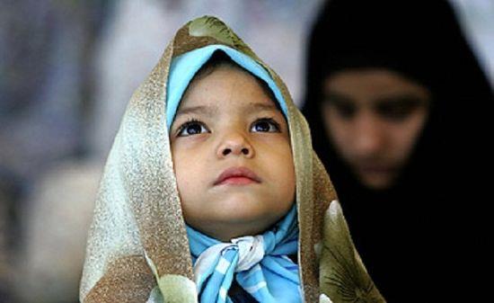 Iran-bambines-hijab