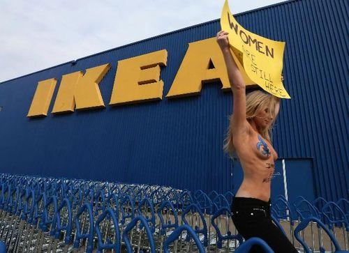 Femen-ikea-montreal