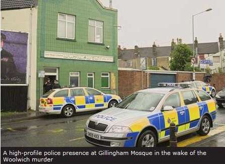 Gb-mosquee-police