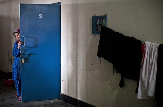 Afghanistan_female prisoner