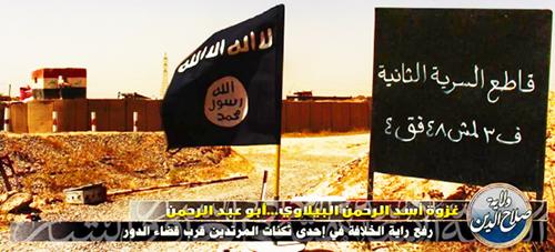 Isis_erigeant_etendard_califat